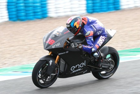 Bradley Smith se impone en la segunda aparición de las motos eléctricas de MotoGP en el test de Jerez