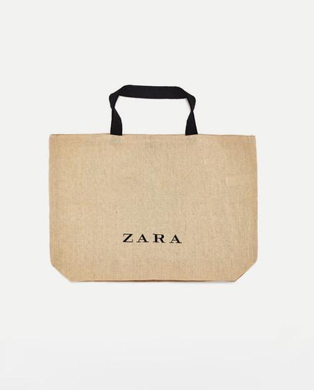 La Logomania Llega A La Coleccion Masculina De Zara Con Cinco Piezas Clave
