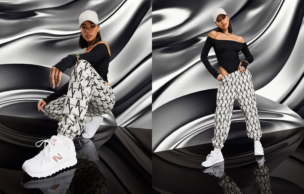 Joggers extragrandes con estampado integral de la marca de AS YOU