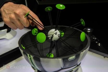 """Adidas miCoach Smartball, el balón """"inteligente"""" con el que podrás entrenar en 2014"""