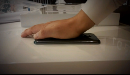 El LG G Flex realmente si es flexible y se muestra en video