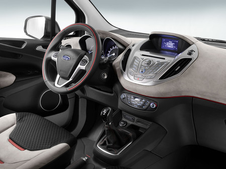 Ford Tourneo Courier 2013, vista interior