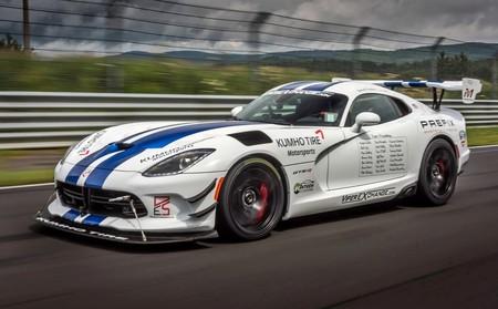 El Dodge Viper ACR marca finalmente un crono de 7'01''3 antes de estrellarse en el Nürburgring