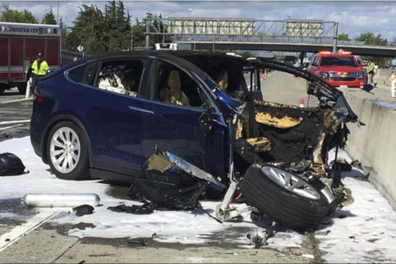 El accidente de un Tesla Model X provoca la muerte de su conductor y una nueva investigación en torno a la conducción autónoma