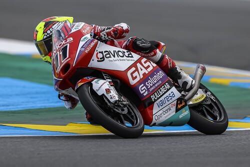 Sergio García se salva de la criba de la lluvia para darle a GasGas su primera victoria en el mundial de motos