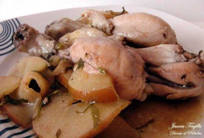 Pollo con manzana y perejil