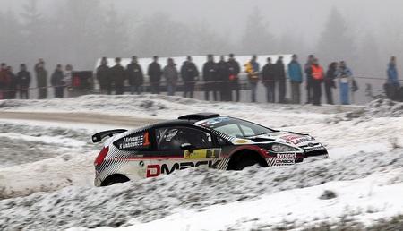 Jari Ketomaa impone la velocidad de su Ford Fiesta RRC para ganar