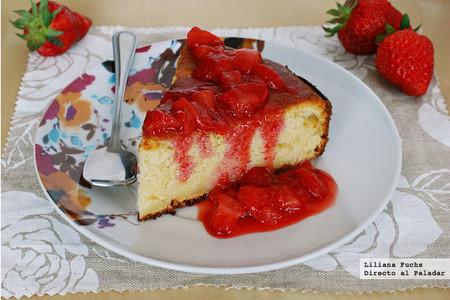 Pastel de queso ricotta y manzana con compota rápida de fresas. Receta