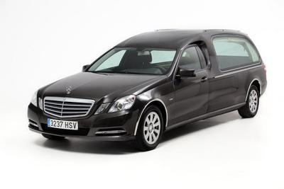 Cinco tipos de coches fúnebres para acabar sobre ruedas