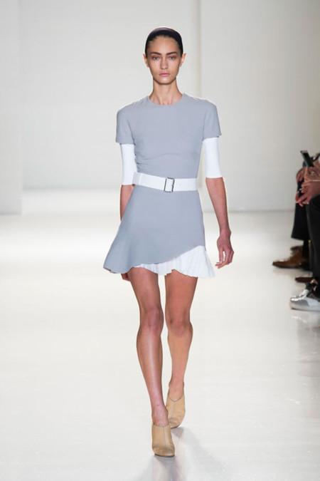 Clonados y pillados: el vestido plisado de Victoria Beckham  triunfa en Mango