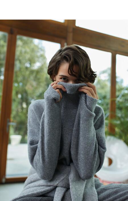 Porque estar en casa no está reñido con el estilo, Parfois nos propone una colección de prendas cargada de básicos cómodos y calentitos