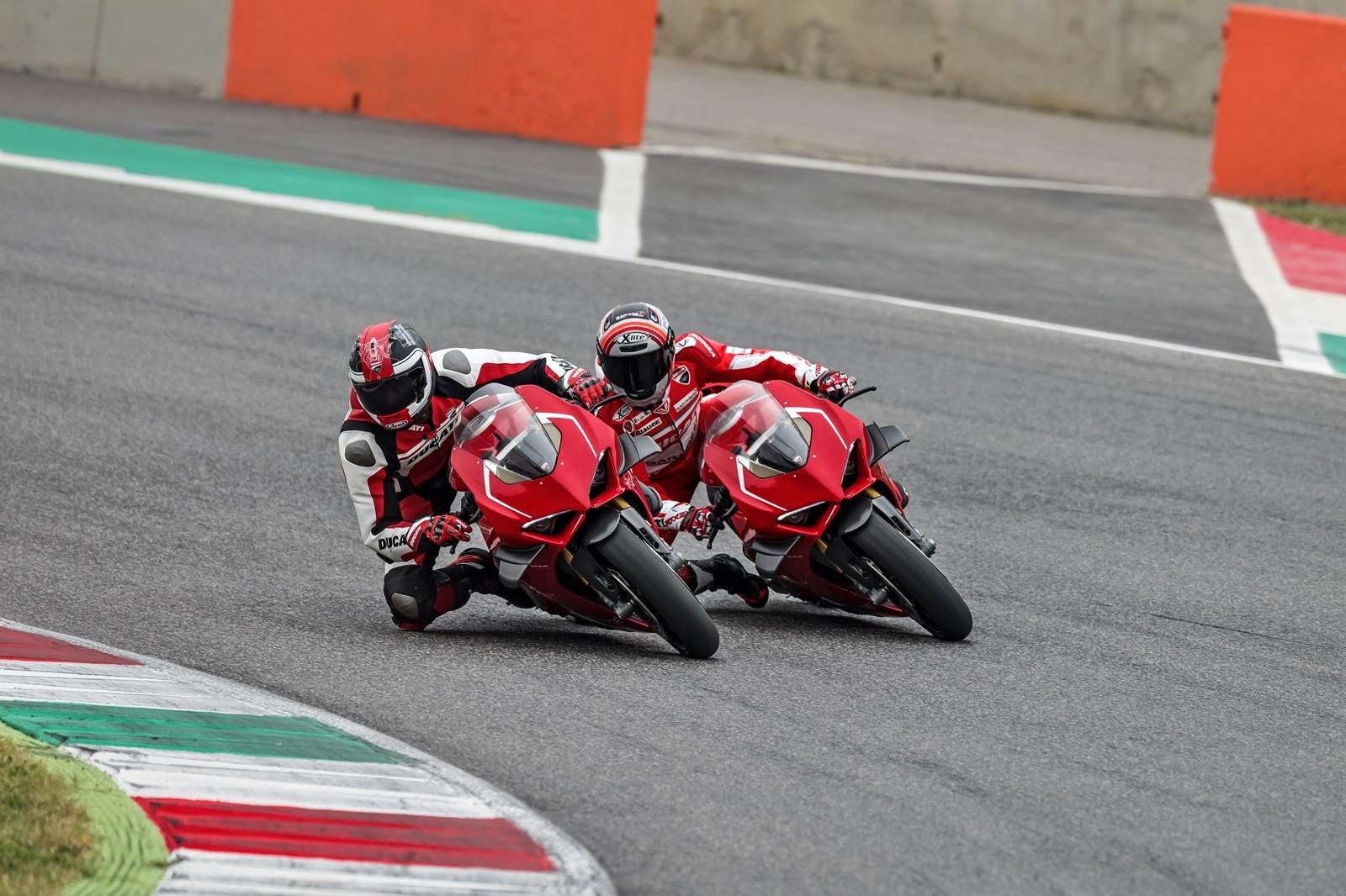 Foto de Ducati Panigale V4 R 2019 (15/87)