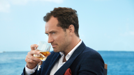 Johnnie Walker Blue Label pide a Jake Scott que dirija su corto The Gentleman's Wager con Jude Law