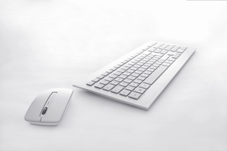 Cherry DW 8000, blanco puro sin cables para tu escritorio