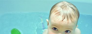 ¿Puedo bañar a mi hijo si está enfermo o le han vacunado?