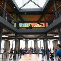 La Apple Store de Puerta del Sol en Madrid reabre sus puertas con un nuevo aspecto el 7 de noviembre