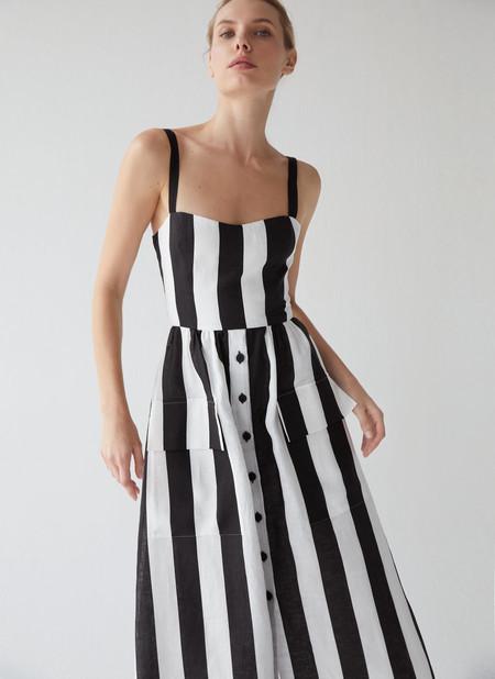 Las prendas de lino son las protagonistas de la nueva colección de Uterqüe