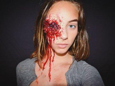 Esta joven de 15 años posee el superpoder de hacer que el maquillaje luzca aterrador