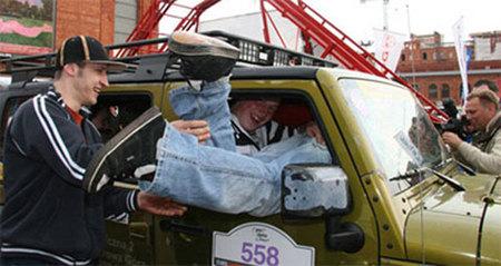 Records polacos: 32 personas en un Jeep Wrangler Unlimited