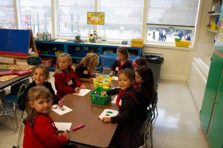 La crisis económica hace que las familias muevan a los niños de los colegios privados a los públicos