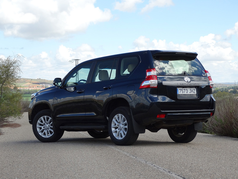Toyota Land Cruiser 180D - Lateral