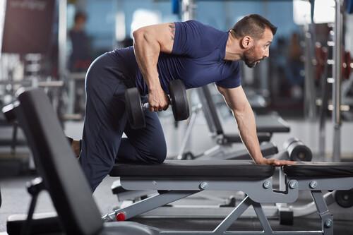 Ganar masa muscular en el gimnasio: una rutina de tres días de entrenamiento para ganar volumen