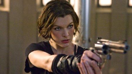 'Resident Evil'. Milla Jovovich suelta prenda sobre la próxima película