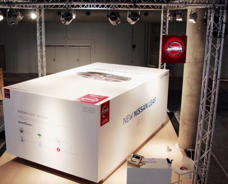 Nissan se marca el 'unboxing' de su Leaf 30kWh conectado en el Mobile World Congress. ¿Será este el futuro?
