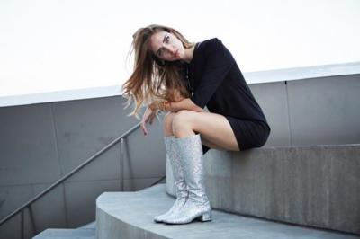 Y tú, ¿te apuntas al calzado plagado de purpurina? Las it girls ya dan pasos brillantes
