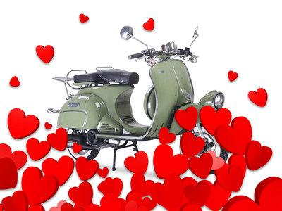 ¡Pillado! A lo de este chino no lo llames amor por las motos, llámalo mecanofilia furtiva
