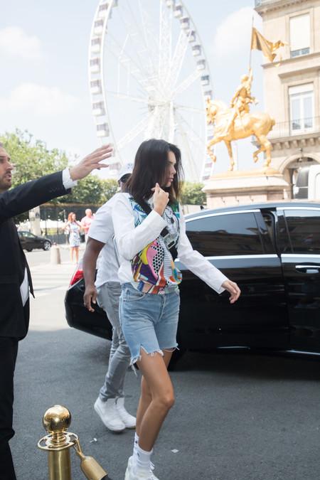 Kendall Jenner se encuentra en Paris y sus looks de calle podrían inspirarte