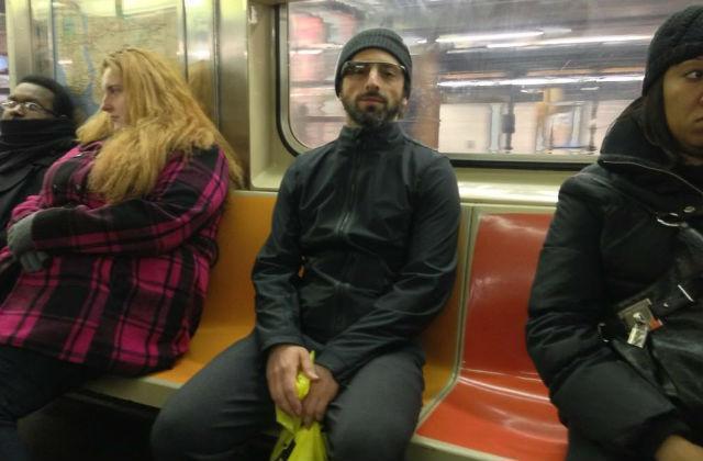 Sergey Brin en el metro de NYC