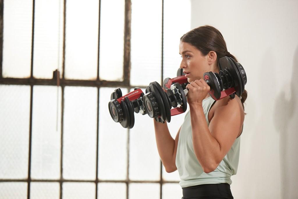 Mancuernas ajustables: pros y contras de este accesorio para entrenar en casa