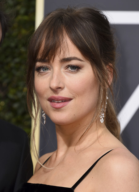 mejores looks beauty globos de oro 2018 Dakota Johnson