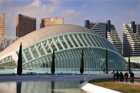 Hasta el 16 de junio entrar a l'Hemisfèric de la Ciudad de las Artes y las Ciencias sólo te costará 5 euros: están de aniversario