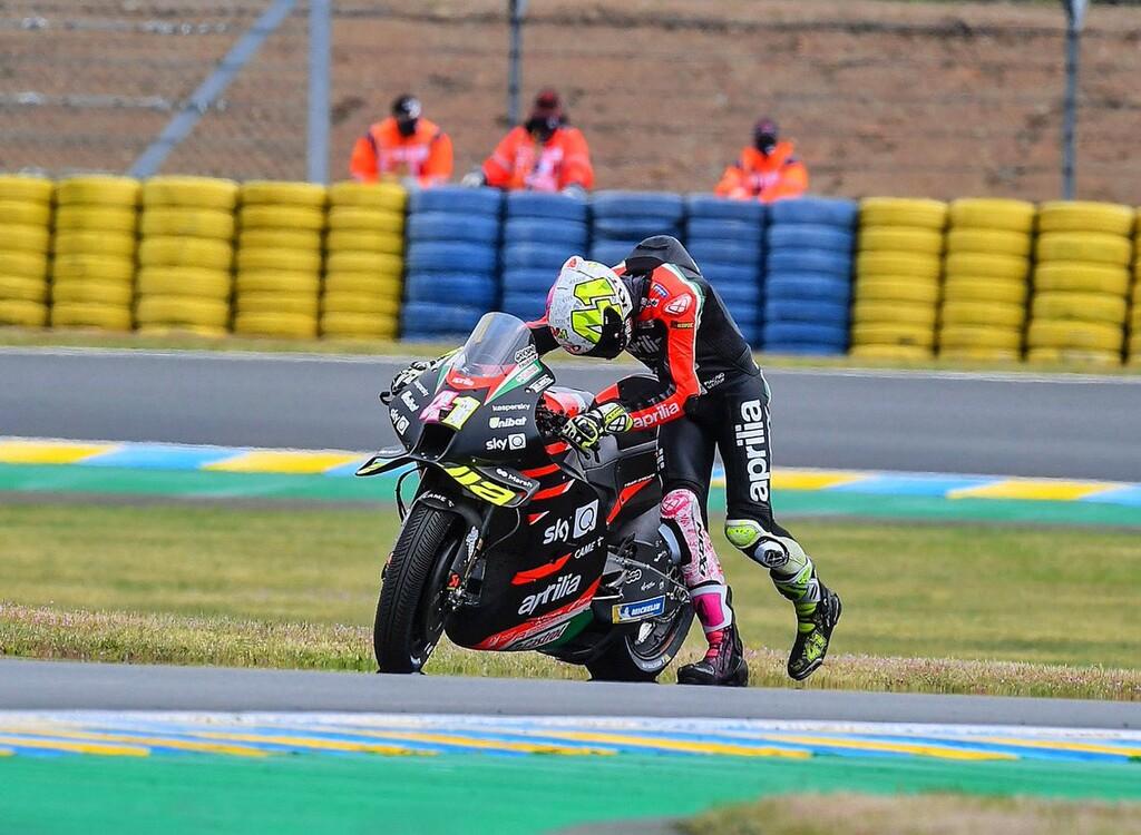 Dos averías dejaron tiradas a las Aprilia en Le Mans y preocupado a Aleix Espargaró: