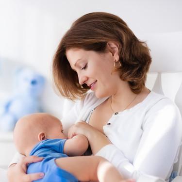 Ni infusiones, ni zumos, ni agua: hasta los seis meses del bebé, solo lactancia exclusiva