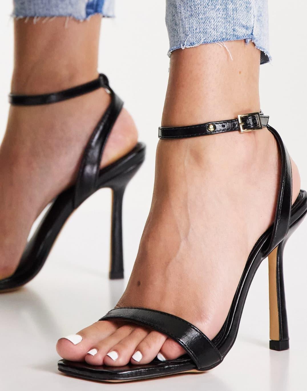 Sandalias negras con tacón alto y diseño de dos partes Samba de Topshop