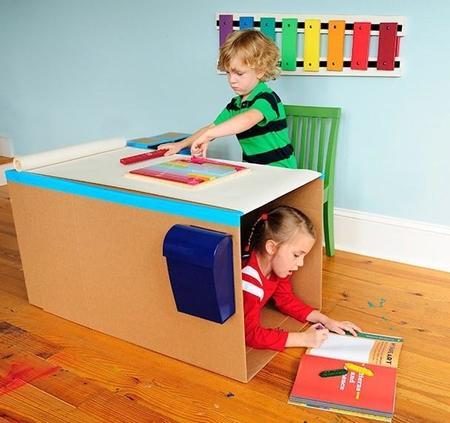 Preparando la vuelta al cole: un escritorio con cajas de cartón hecho en casa
