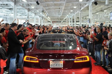 Tesla Model S aplausos