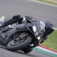 La Aprilia RSV4 Factory es un híbrido de calle entre MotoGP y SBK con 217 CV, 122 Nm y alerones