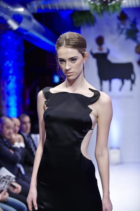 6 atrevidos diseñadores españoles a porta gayola con el toro de Osborne
