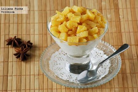 Copa de yogur, avena y piña asada con especias. Receta saludable