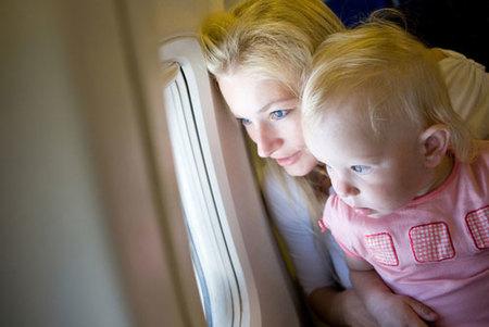 Viajar con bebés: en avión