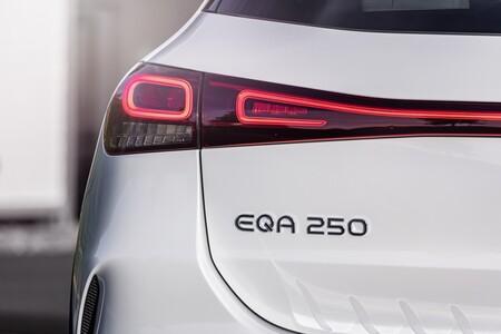 Mercedes EQA luz posterior