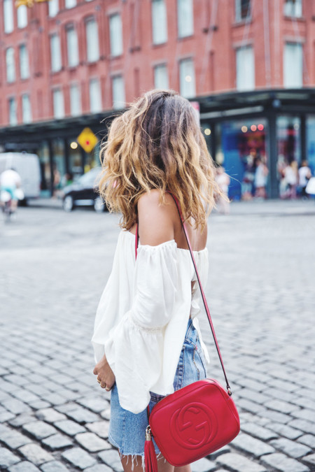 Off Shoulders Top Vintage Levis Skirt White Sneakers Gucci Disco Bag Street Style New York Nyfw 5
