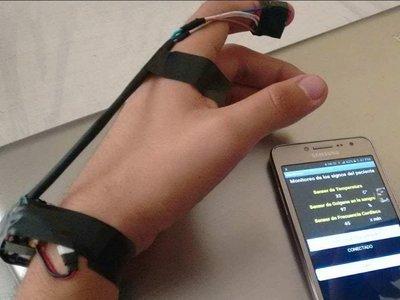 Vita-Data una pulsera hecha por mexicanos que envía información y alertas de los pacientes a los médicos