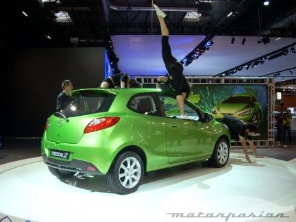 Mazda presenta el Mazda2 3p, junto a la gama Mazda6 y el concept Taiki