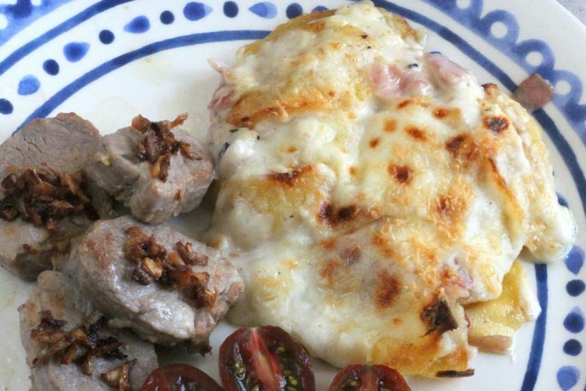 Patatas asadas con bechamel al horno, la receta clásica renovada