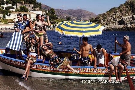 Dolce & Gabbana vuelve a predicar la importancia de la familia unida en su nueva campaña Primavera-Verano 2013